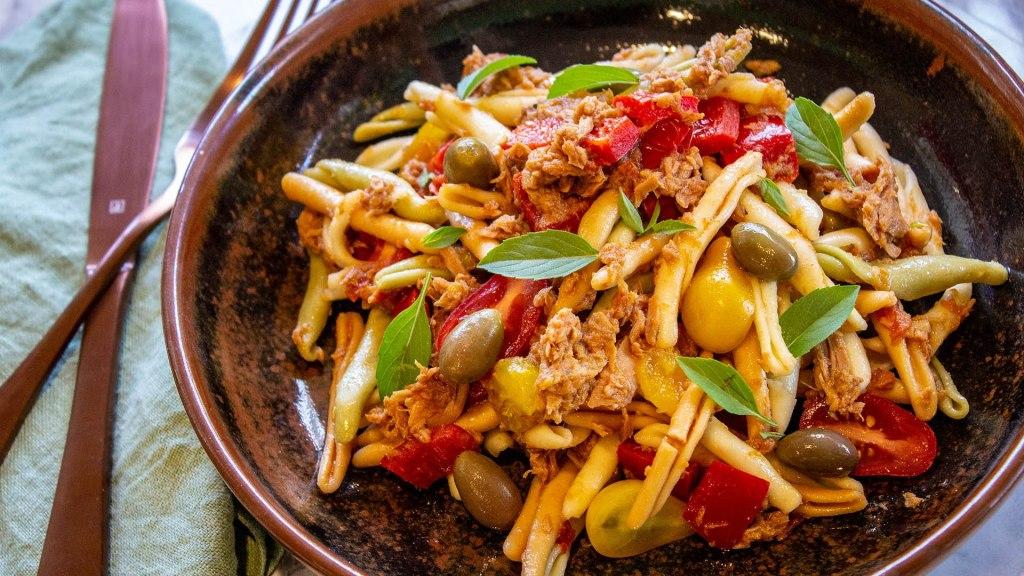 Simple Tuna Mediterranean pasta
